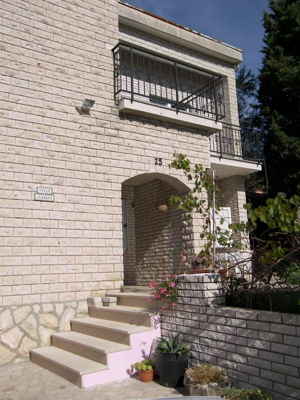Garden flat in villa near the sea - Image 1 - Premantura - rentals