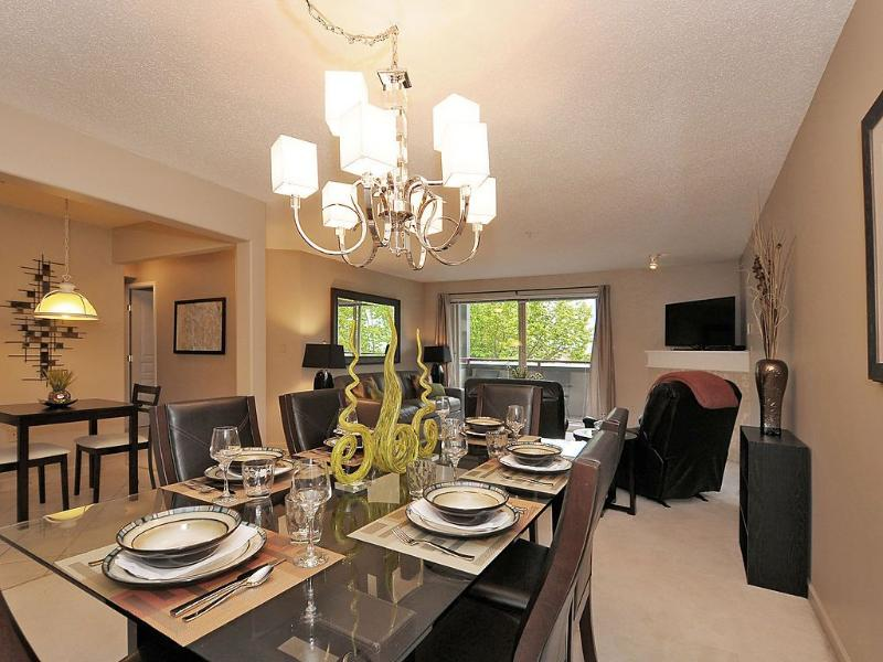 Enjoy dinners at this fantastic setting - New listing, fantastic Inner Harbour Views, 2 bed - Victoria - rentals