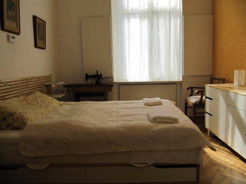 Bedroom with double bed - Apartment in Krakow near Wawel Royal Castle - Krakow - rentals