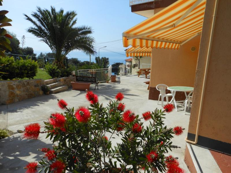 Andromeda studio apartment terrace - ANDROMEDA studio apartment with garden near sea - Cipressa - rentals