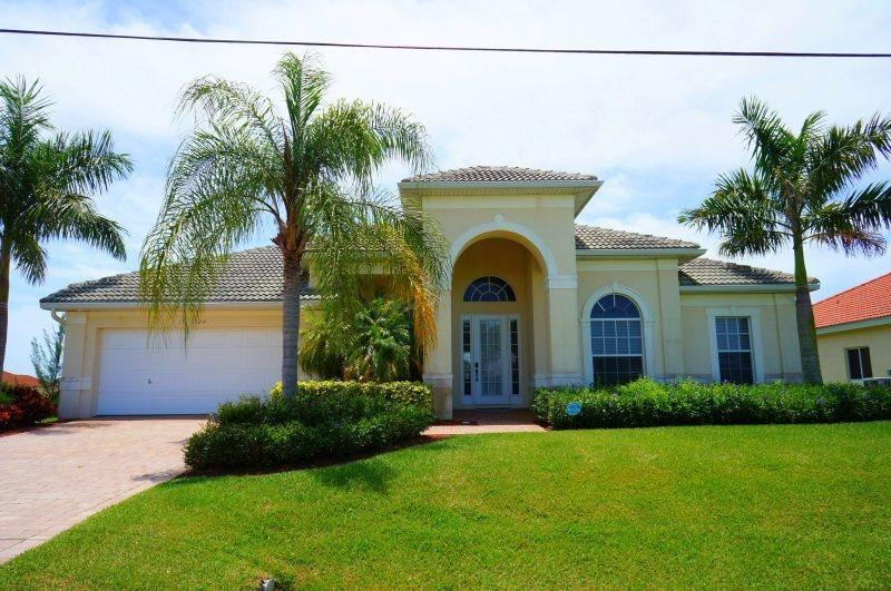 Tropical Haven - Cape Coral 4 b/2.5 ba deluxe home w/electric heated pool/spa, gulf access canal, HSW Internet, Boat Dock - Image 1 - Cape Coral - rentals