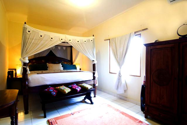 Master Bedroom - 3 Bedroom Holiday House Near Balangan Beach Jimbaran - Jimbaran - rentals