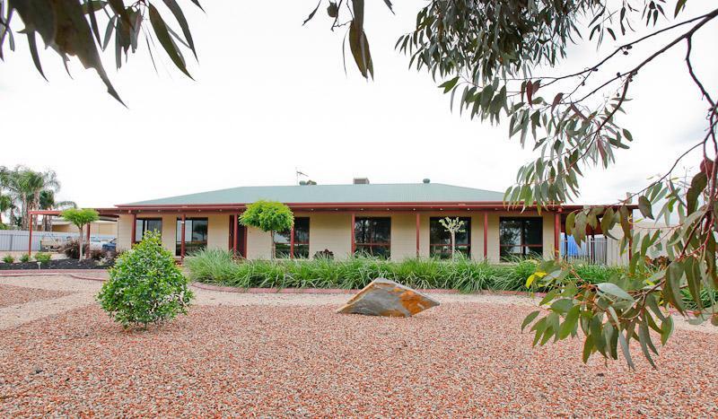5 Bedroom House - Retreat On Deakin - Mildura - rentals