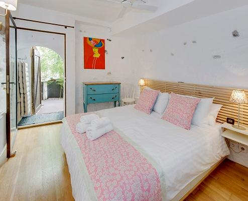 Magnolia- Outstanding 2 Bedroom Apartment with Balcony, in Old Town Nice - Image 1 - Nice - rentals