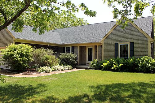 1653 - Beautifully Landscaped Edgartown Home with Central Air Conditioning - Image 1 - Edgartown - rentals