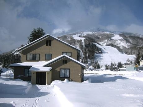 Happo One ski field behind house - Hakuba Holiday House, Hakuba Happo One ski resort - Hakuba-mura - rentals