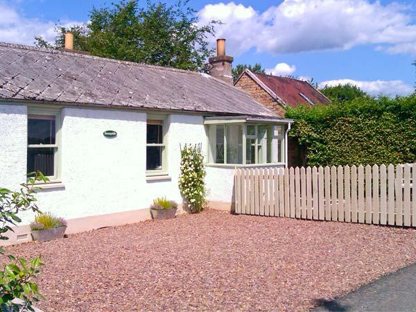 SUNNYSIDE, detached, woodburner, off road parking, garden, in Lilliesleaf, Ref 20104 - Image 1 - Lilliesleaf - rentals