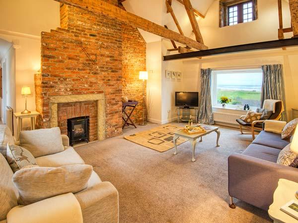 SEAVIEW APARTMENT, sea views, close to coast and amenities in Alnmouth, Ref 26011 - Image 1 - Alnmouth - rentals