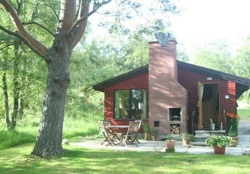 Front of lodge, patio area and barbecue - Daviot Lodge - Beauly - rentals