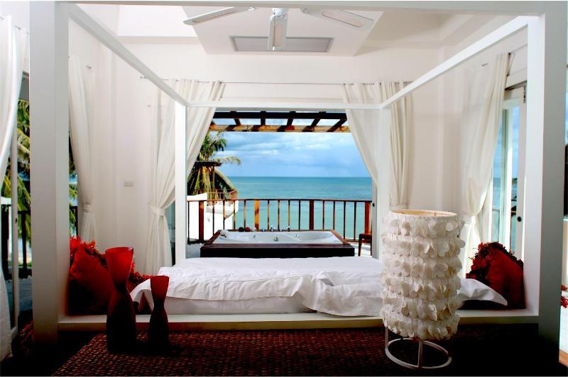 Bedroom outside Jacuzzi - Villa Nalinnadda - Surat Thani - rentals