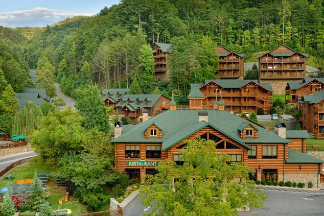 Beautiful Exterior View of the Resort - Beautiful 3 Bedroom Condo in the Smoky Mountains - Gatlinburg - rentals