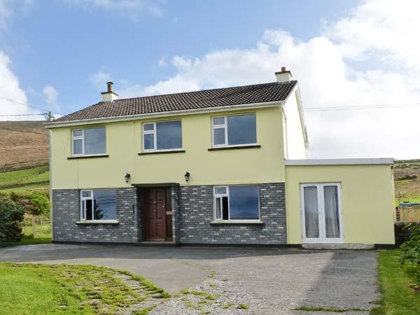 RADHARC NE GRAIGE, cottage with views, stove, garden, on Dingle Peninsula, Ballyferriter Ref 24829 - Image 1 - Ballyferriter - rentals