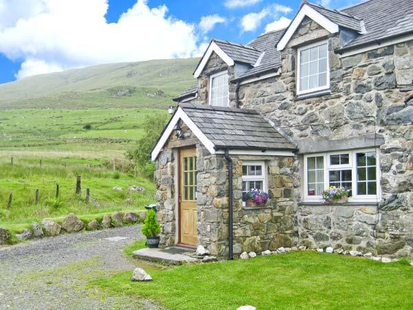STABAL COTTAGE on working farm, good walking, next to stream in Dolgellau Ref 25754 - Image 1 - Dolgellau - rentals