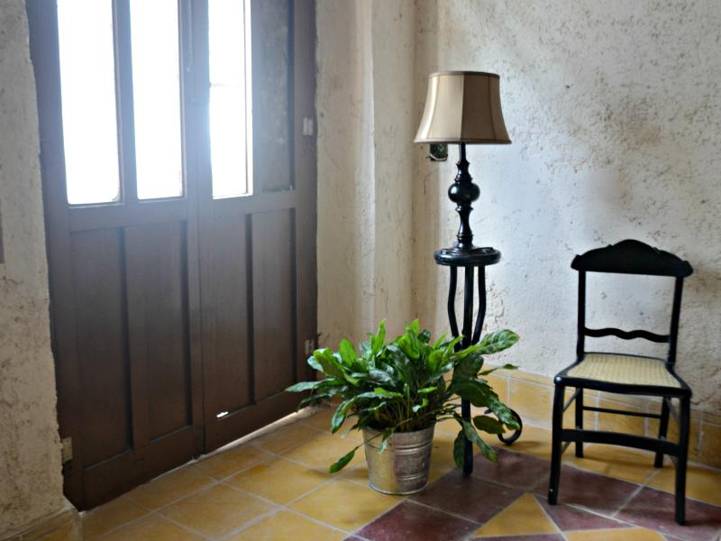 Yucatan Colonial style bedroom - Beautiful Garden Home In Historical Campeche - Campeche - rentals