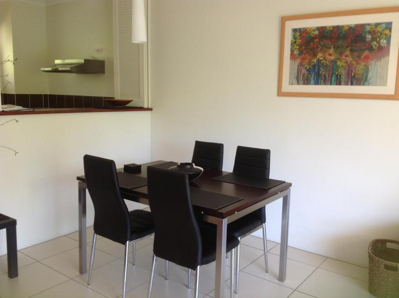 Dining area - Best Value Apartment in Tropical Palm Cove near th - Palm Cove - rentals