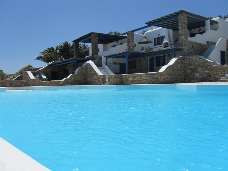 Exterior and large infinity shared pool - Villa Elia -Modern & Elegant Sea View Villa, Uphill Elia - Mykonos - rentals