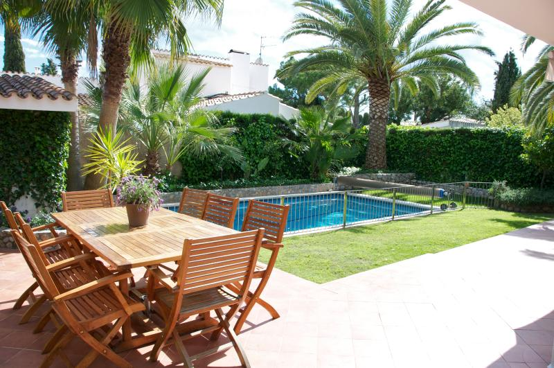 Outdoor terrace and garden - Perfect vacation villa just outside Sitges - Sant Pere de Ribes - rentals