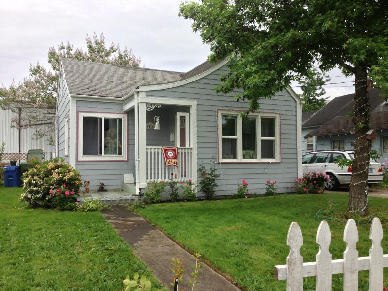 University Street Guest Cottage - University Street Guest Cottage is Pet Friendly. - Salem - rentals