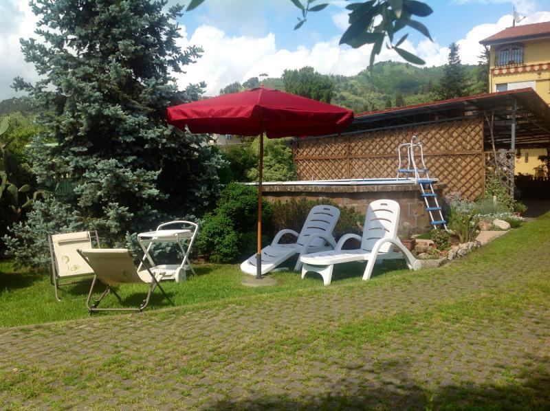 Garden white pool - La casa di Laura. villa between hills and sea - Piano di Mommio - rentals