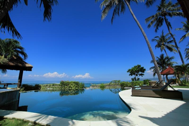 Swimming pool over look to the Sea and Lombok Island view - Candidasa Beachfront, Villa rama - Amlapura - rentals