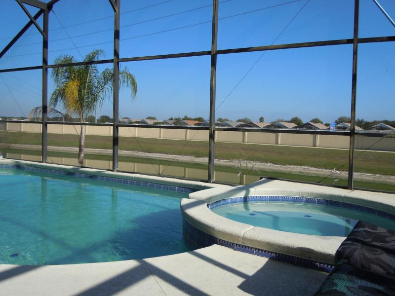 Pool And Spa overlooking a relaxing pond - Water View/3.5 miles to Disney/ Pool/Spa/Wifi - Four Corners - rentals