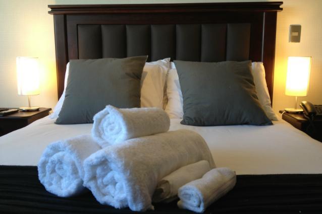 Queen size Box Spring bed, work-desk, view to Santa Lucia Hill - Apt. in Bellas Artes-Lastarria area - Pomaire - rentals