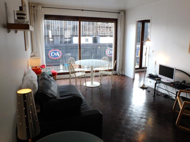 Modern Trendy 1 Bedroom Apartment - Image 1 - Paris - rentals
