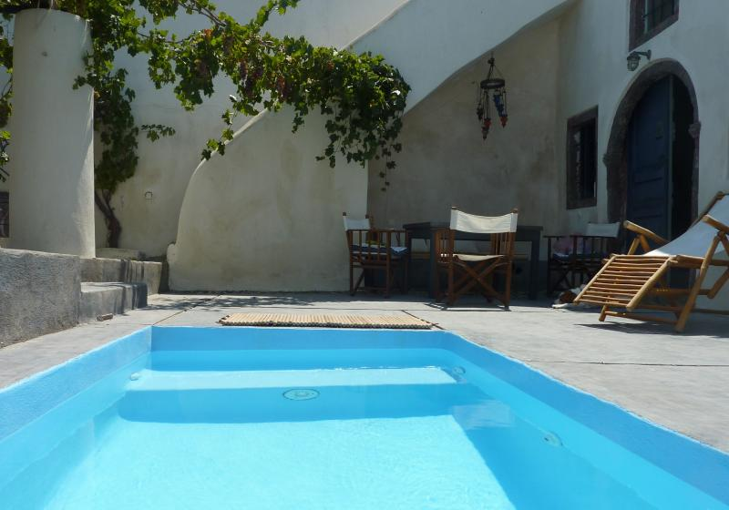 The tiny swimming poo - Wineryhouse where dreams live...... - Oia - rentals