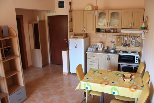 Dinning area and kitche - Apartment GaMa8 Igalo across beach,with big garden - Igalo - rentals