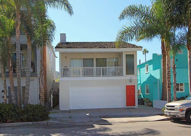 Oceanside 3 Bedroom Upper Condo! Next to Balboa Pier! (68336) - Image 1 - Newport Beach - rentals