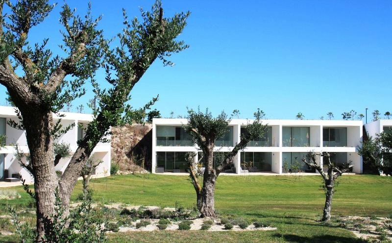 Front view from the swimming pool - Relax & play golf at resort - Medieval twn & beach - Obidos - rentals