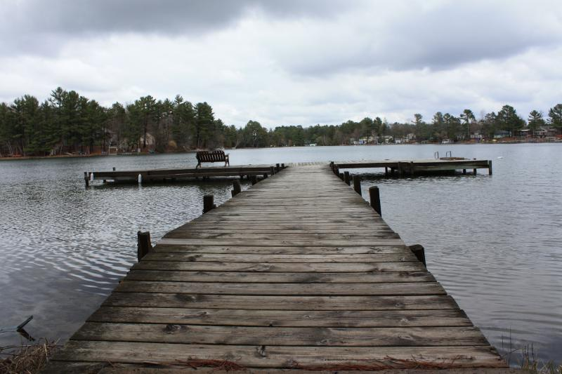 Large dock - Pines Inn Cottages on the Chain O'Lakes #4 Waupaca - Waupaca - rentals