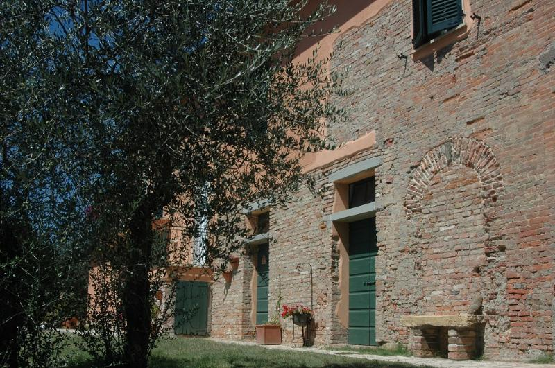contryhouse near siena: Apartment 2 Person - Image 1 - Sinalunga - rentals