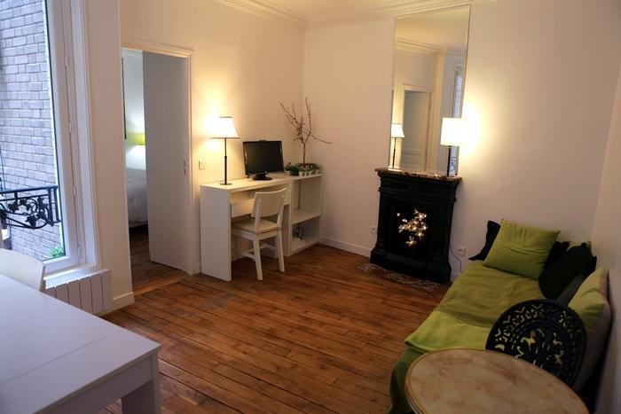 Living room with century-old chimney and wooden floors - Chic 1 Bedroom Apartment on the 2nd Floor in Paris - Paris - rentals