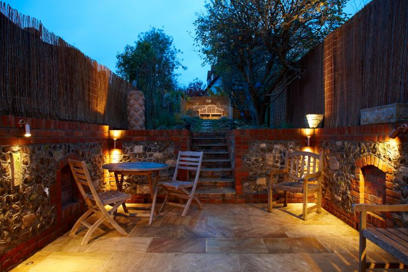 Watching the sun go down on your own private terrace - Classy Hideaway in The Ancient Capital of England - Winchester - rentals