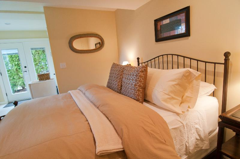 Baby Grand Suite - Baby Grand Suite at Kye Bay B&B - Comox - rentals