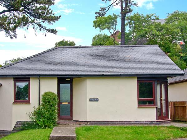 8 PARC BRON Y GRAIG, pet-friendly, all ground floor, fantastic central location, enclosed garden, in Harlech, Ref. 2704 - Image 1 - Harlech - rentals