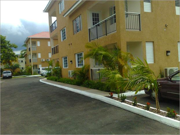 Complex exterior - 1 BD / 1 BR Luxury Apartment - Kingston - rentals