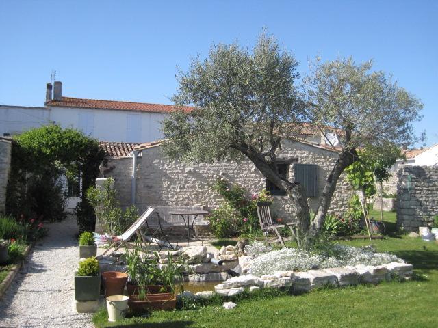 view from my garden - île de Ré /typical little house - Le Bois-Plage-en-Re - rentals