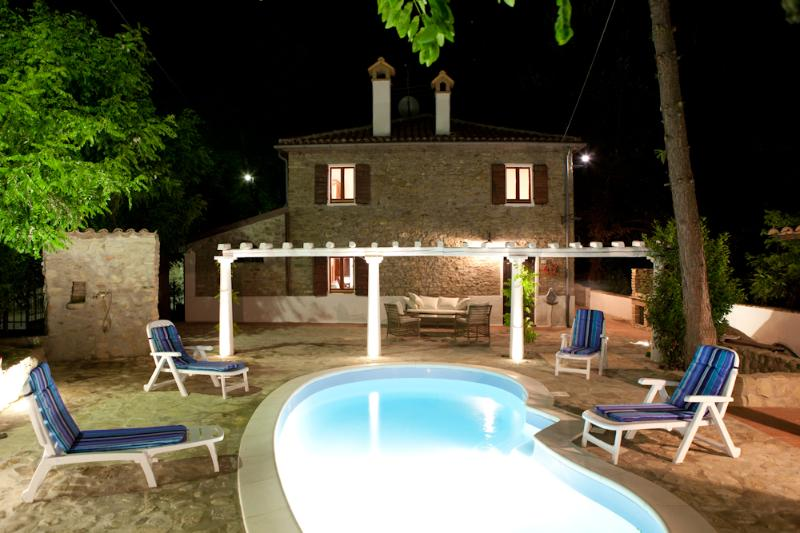1.800 Villa with Pool near Tuscany and Marche - Image 1 - Gemmano - rentals