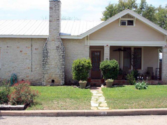 Schubert Street House - Image 1 - Fredericksburg - rentals