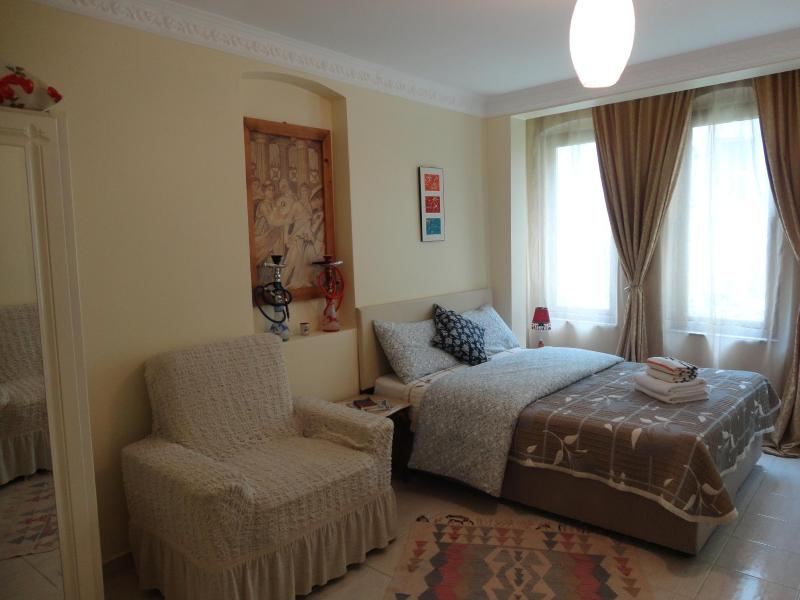 Main bedroom, window faces the street - Sultanahmet Old City Apartment Istanbul - Istanbul - rentals