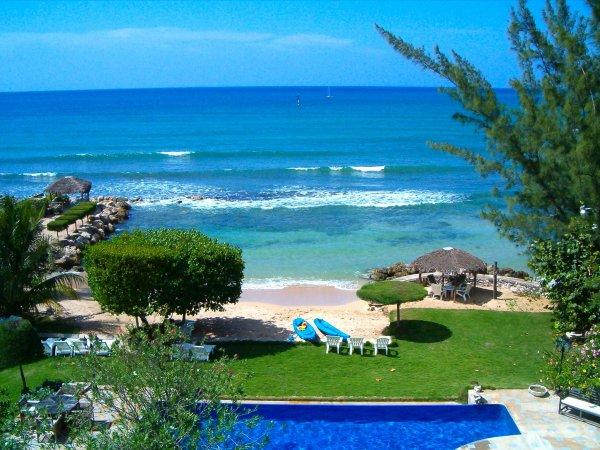 PARADISE PSV - 113893 - LUXURIOUS 4 BED BEACHFRONT VILLA - RUNAWAY BAY - Image 1 - Runaway Bay - rentals