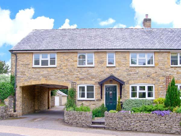 OLD YEW COTTAGE, quaint village location, woodburner, in Area of Outstanding Natural Beauty, in Broadwindsor, Ref. 27063 - Image 1 - Broadwindsor - rentals