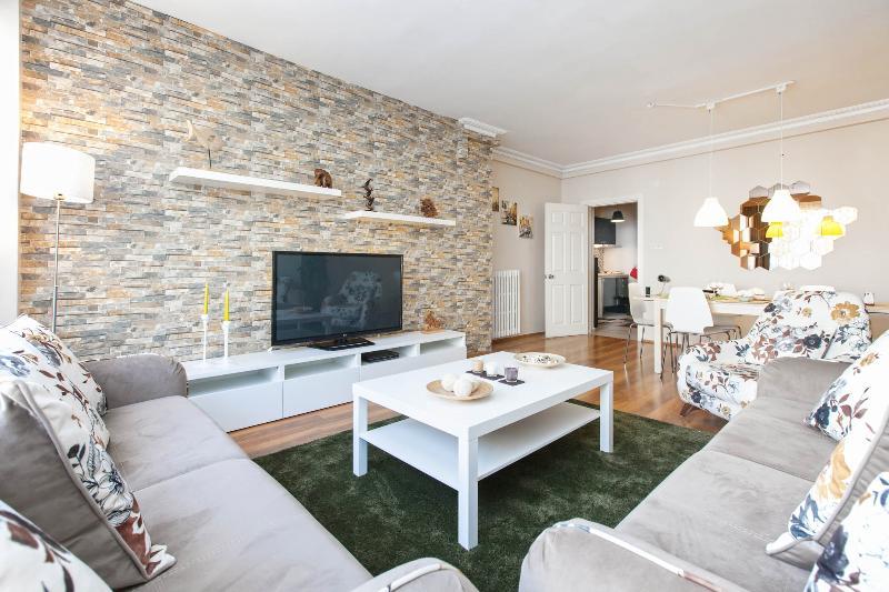 AMAZING LUXURY Design Apartment 4 Person in center - Image 1 - Istanbul - rentals