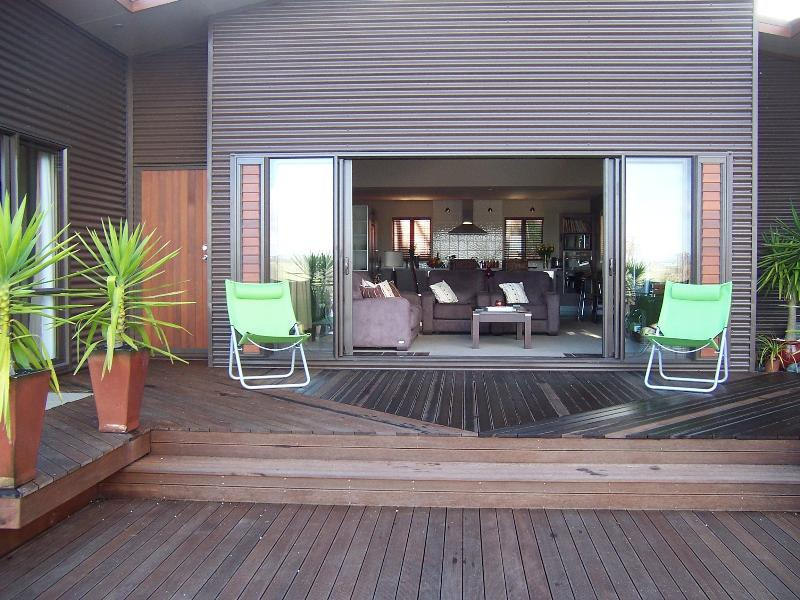 Dine Alfresco on the fabulous deck - Ithaci Villa - Mangonui - rentals