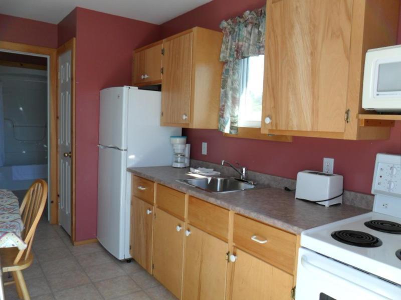 1 Bedroom Kitchen - Cavendish  PEI  Area- 1 Bedroom Pet Friendly  (7) - Cavendish - rentals