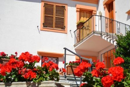 Sirolo close to the square solution with garden, parking and air conditioning - Image 1 - Ancona - rentals
