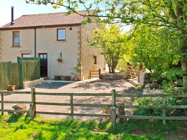 HORSE MILL LODGE, lovely holiday apartment with en-suite, woodburner, country views, Taddington Ref. 26750 - Image 1 - Derbyshire - rentals
