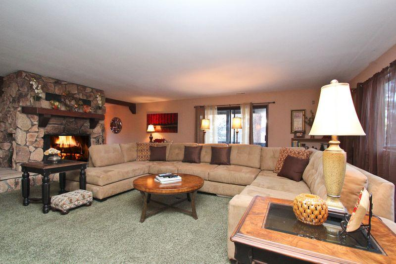 This cabin is great for entertaining. - Coyote Crossing - Walk to Lake! Game Room! Spa! - City of Big Bear Lake - rentals
